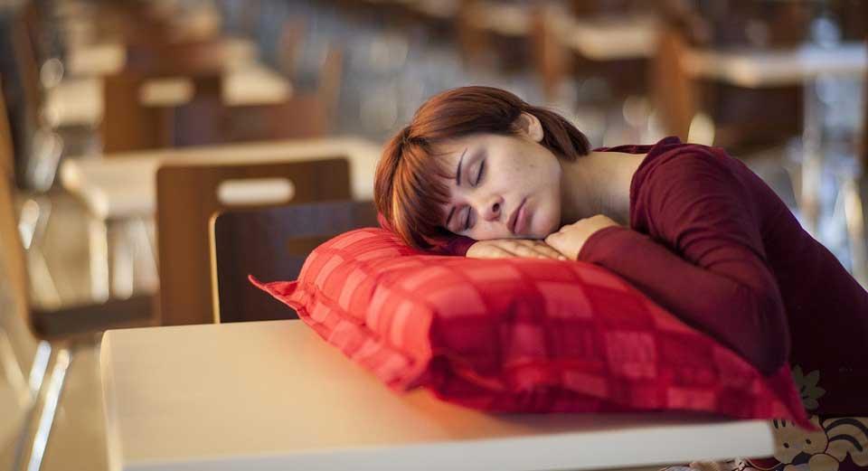 schlafen nach Mittagessen